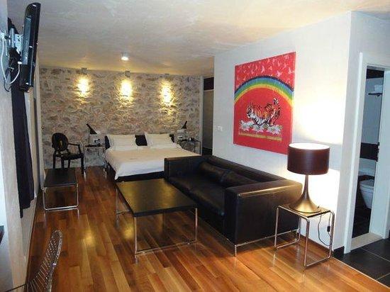Divota Apartment Hotel: Wohn und Schlafbereich