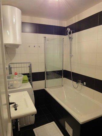 Divota Apartment Hotel: Bad mit Waschmaschine
