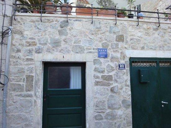 Divota Apartment Hotel: Eingang