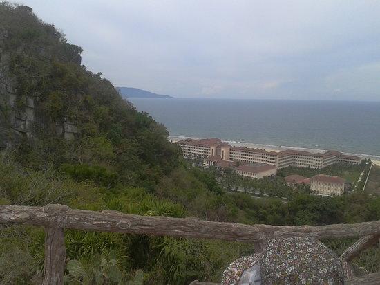 Vinpearl Da Nang Resort & Villas : View of Vin Pearl seen from Marble Mountain