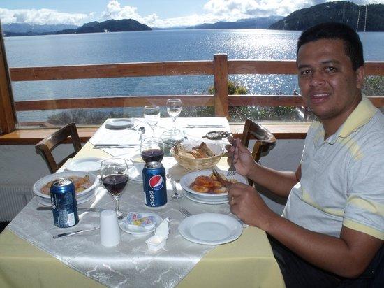 Apart del Lago: Café da manhã com essa vista.