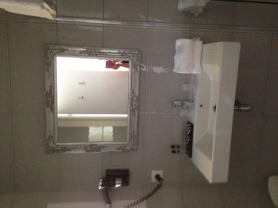 La Villa Nice Victor Hugo : Bathroom