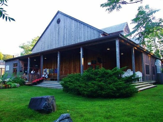 Jacob's Pillow: Doris Duke Theater, theater-in-the-round