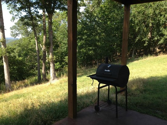 Beaver Lake View Resort : Here's the grill.  Bring your own charcoal and pay it forward to the next guest!