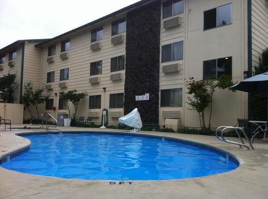 Comfort Inn Kirkland: Pool View