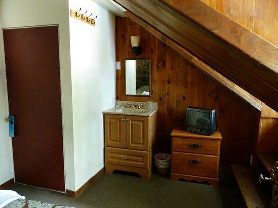 La Maison Sainte-Ursule: Lavabo et mobilier, chambre #11