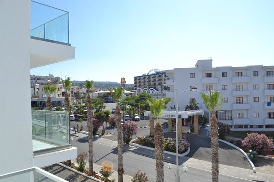 Tsokkos Beach Hotel: Вид с балкона
