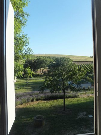 La Moneze Basse: Bugarach room  view from bathroom