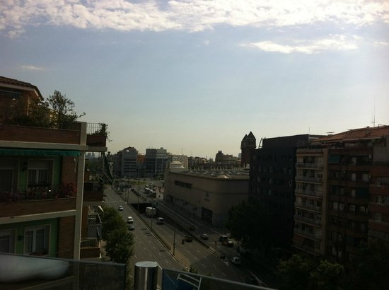 Hotel Acta Azul Barcelona: View towards Plaza Espanya from the roof terrace