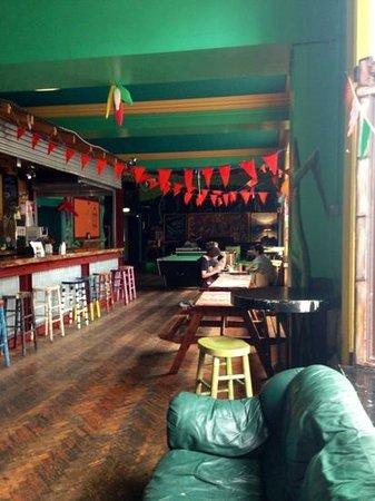 Caledonian Backpackers: salon/bar