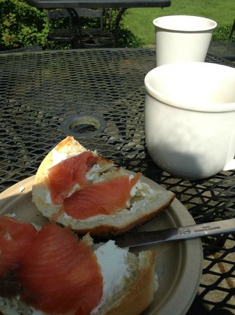 The Woodstock Inn on the Millstream: Breakfast outside