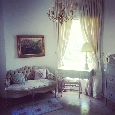 Lakewinds Country Manor : The Florentine Room where we stayed