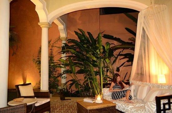 Hotel Villa Verde Merida: Relaxing in our Front Courtyard