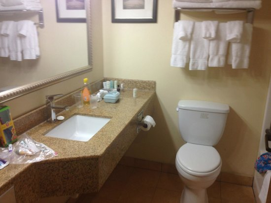 Comfort Suites- Norwich: bathrooms gotta be clean...this one was spotless