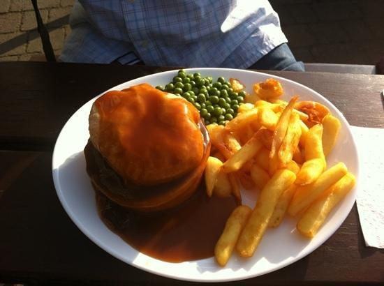 George III Hotel: Good pub grub. Steak pie with plenty of tender meat.