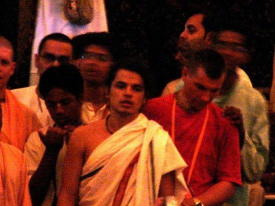 how to join iskcon as devotee