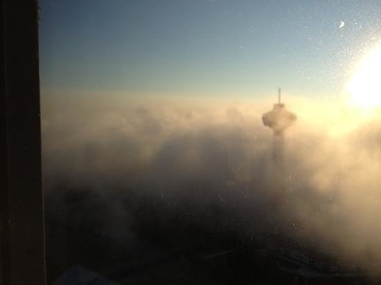 Hilton Niagara Falls/Fallsview Hotel & Suites: Beautiful early morning Falls mist from room 4254 N. tower