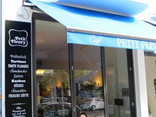 petit fleury cafe bistro berlin mitte bezirk. Black Bedroom Furniture Sets. Home Design Ideas