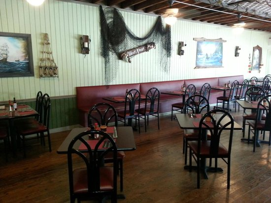 The Black Pearl Surf & Turf Grill: dining room
