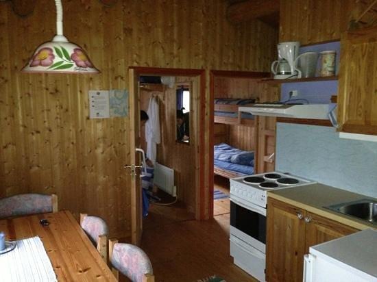 Andøy Friluftssenter: la cucina e le stanze da letto