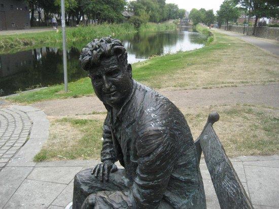 Brendan Behan Sculpture: The man himself