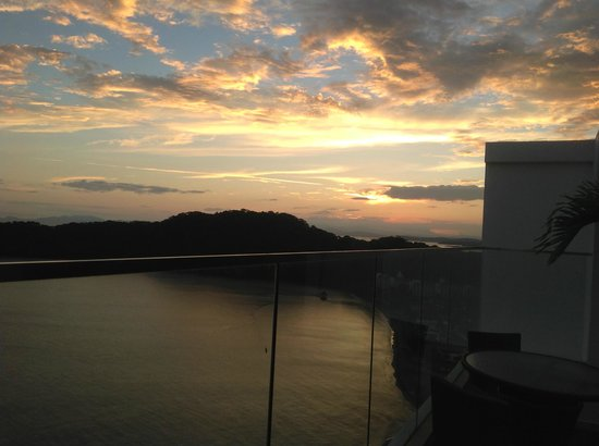 Dreams Delight Playa Bonita Panama: Sunset from rooftop Executive Lounge
