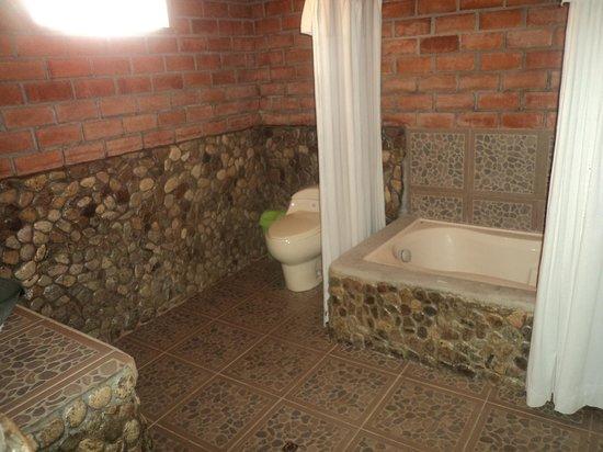 el baño con acabados rústicos y moderno a la vez - Picture ...