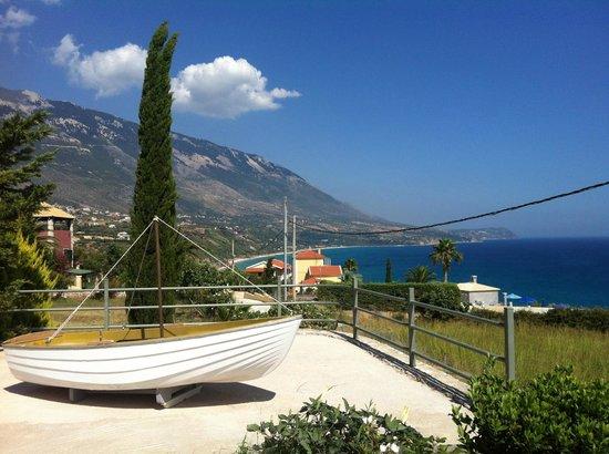 Trapezaki Bay Hotel: View from end of garden