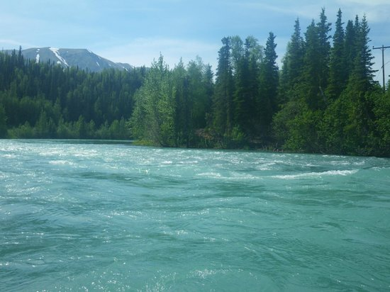 Drifters Lodge Fishing and Activities: Easy rapids
