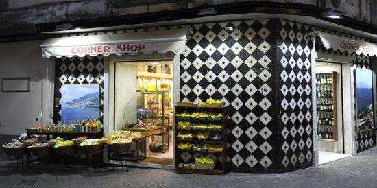 Corner Shop: Facciata