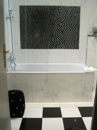 Hotel Saint-Jacques : Bathroom