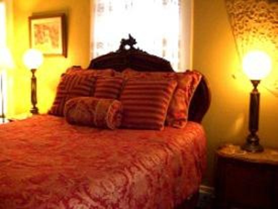 The Villa Bed and Breakfast : The Provence Room at The Villa Bed & Breakfast