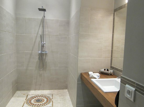 Le Couvent : Bathroom for one of the suite