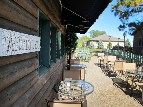 Froggy's Wing-Dam Grille: Froggy's Outdoor Seating