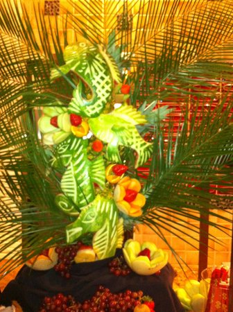 Seasons Buffet: Beautiful fruit displays