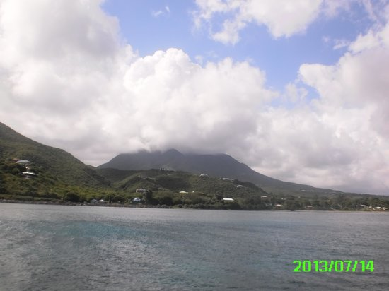 Oualie Beach Resort: Mt. Nevis hiding in the clouds