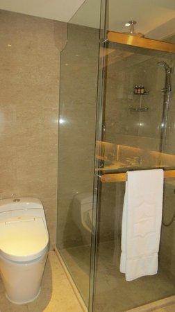 Shangri-La Hotel Kuala Lumpur: Ducha