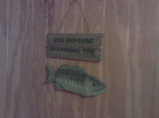 Laurel Ridge Cabins: fishing decor