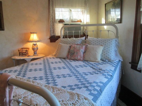 Triangle Ranch Bed & Breakfast: the bed