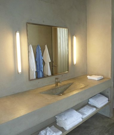 Hix Island House: Casa Solaris Bathroom