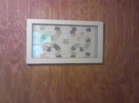 Laurel Ridge Cabins: wall decor  bedrooms