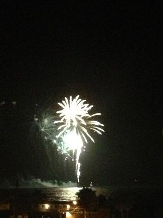 Courtyard Cocoa Beach Cape Canaveral: fireworks from our balcony