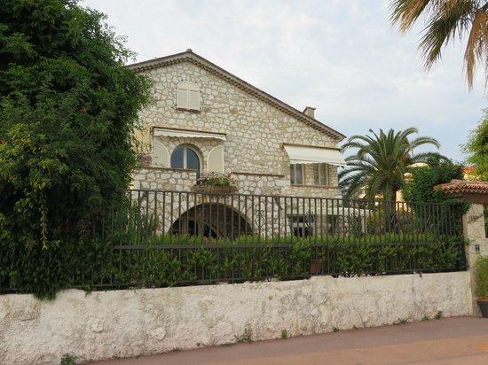 La Locandiera : View from street