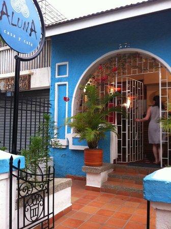 Aluna Casa y Cafe : Der Eingang zum Aluna