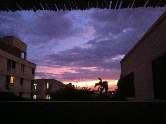 Aluna Casa y Cafe: Aussicht von der Dachterrasse im 2. OG bei Sonnenuntergang