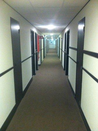 Tulip Inn Antwerpen: The corridor.