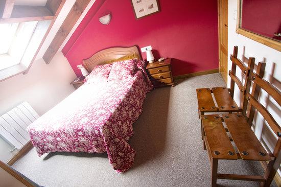Casa Rural El Caserón: Habitación doble abuhardillada 1 cama