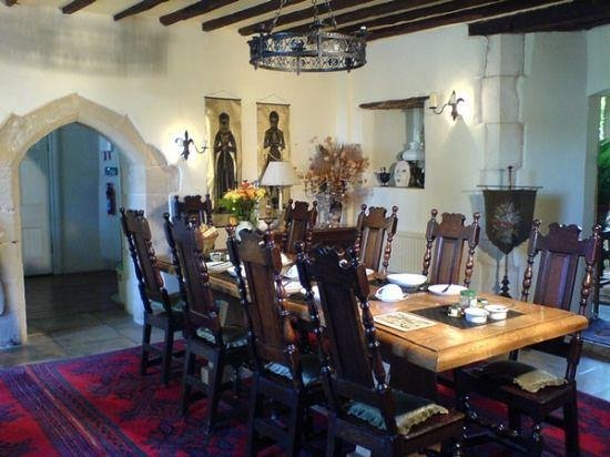 Fyfield Manor: What a lovely dining room to eat breakfast in