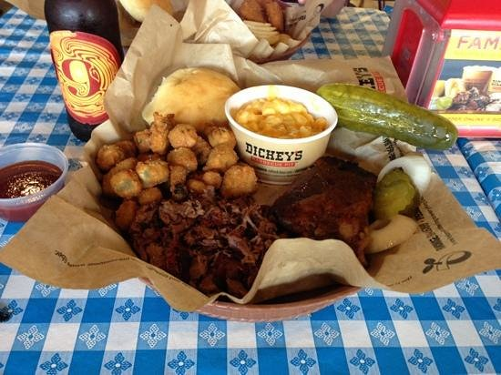 Dickey's Barbecue Pit: amazing BBQ ribs and brisket!
