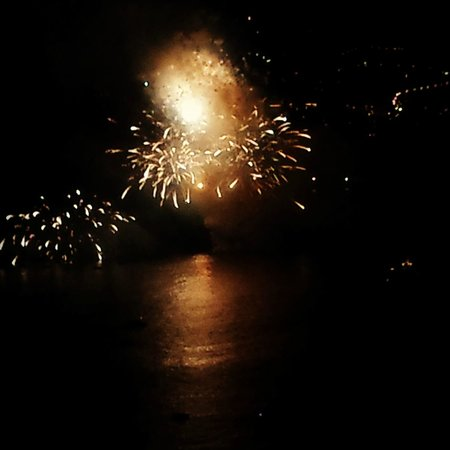 La Casa di Peppe Guest House & Villa: View from Balcony of New York Room - Fireworks at Night over the Sea